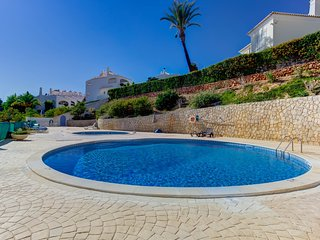 Modern apartment with pool in the centre of Carvoeiro - Carvoeiro vacation rentals