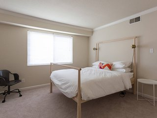 Palo Alto Executive 2BR W/ Gym & Pool - Dwell Club - Palo Alto vacation rentals