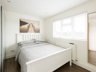 Lovely Condo with Washing Machine and Television - Wembley vacation rentals