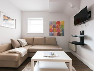 Contemporary Clean Apartment (5mins to tube) - Edgware vacation rentals