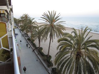 Oceanfront, spectacular views, central location, close Barcelona, 4-6 persons - Calafell vacation rentals