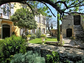 Provencal Villa with Private Garden and Pool in Luberon - Le Marocain - Cabrieres-d'Avignon vacation rentals