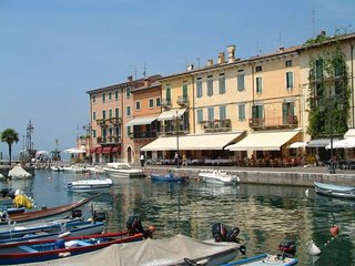 Lake Garda Apartment - Large pool & gardens and Lake View in a great location - Lazise vacation rentals