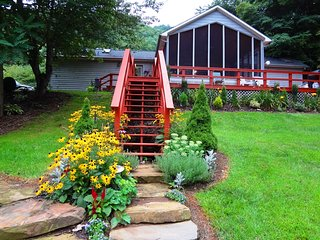 Luxurious Romantic Mountain Retreat with Blue Ribbon Trout Stream - Bakersville vacation rentals