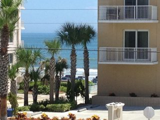 Sunny Days N Daytona  OPEN 6/23 - 6/29  $500 +fee  nice clean, comfy - Daytona Beach Shores vacation rentals