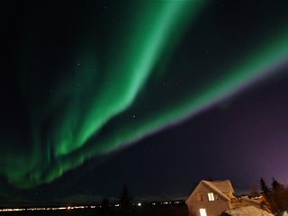 Farmhouse with 3 bedrooms and an amazing view - 20 meters from the sea. - Tromsø  vacation rentals