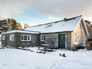 THE OLD CHURCH HALL village centre, all ground floor, in Tomintoul Ref 945934 - Tomintoul vacation rentals