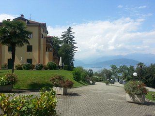 Beautiful Condo with Shared Outdoor Pool and Balcony - Stresa vacation rentals