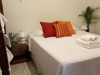 Big rooms for 4 guest each ,whith bathroom /air split /50m to beach - Arraial d'Ajuda vacation rentals