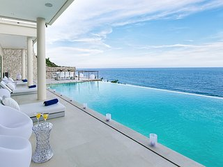 Ultimate Grand Cliff-Front Residence w. beach club - Ungasan vacation rentals