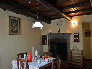 Cozy 2 bedroom Apartment in Lubriano with Parking - Lubriano vacation rentals