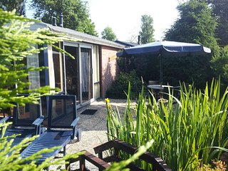 Zonnig Zuid 4 persoons vrijstaande recreatie woning - Tuitjenhorn vacation rentals