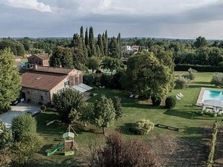 Villa close to Lucca with 5 bedrooms and 4 bathrooms with private pool and AC - Orentano vacation rentals