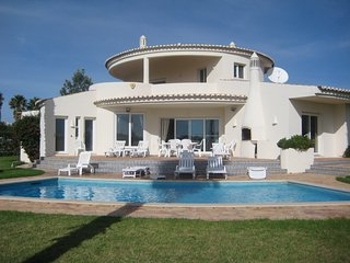 4 Bedroom villa with fabulous sea views just steps from Carvalho beach - Carvoeiro vacation rentals