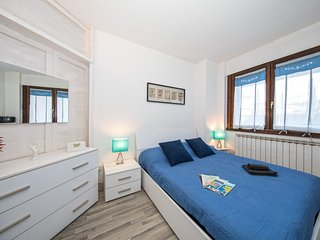Bright Condo with Internet Access and Washing Machine - Paris vacation rentals