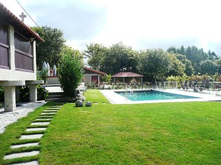 Bright 5 bedroom House in Geres with Shared Outdoor Pool - Geres vacation rentals