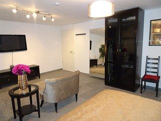 Contemporary private room near Düsseldorf (brand new) - Neuss vacation rentals