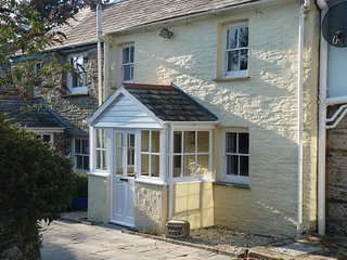 Cottage in Rock, Cornwall, England- Parking for 2 cars and enclosed sunny garden - Rock vacation rentals