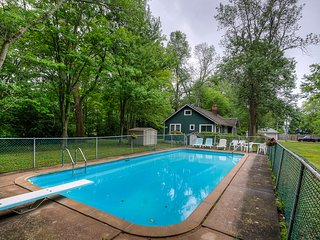 Summerside Lodge with Inground Pool and one minute walk to beach - Fort Erie vacation rentals