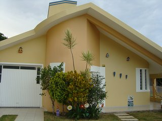 Bright 4 bedroom Governador Celso Ramos House with A/C - Governador Celso Ramos vacation rentals