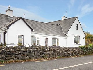 LAUREL LODGE, sea views, open fire, pet friendly, near Letterfrack, ref 15159 - Letterfrack vacation rentals