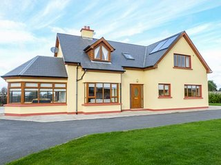 CLONTEEN, spacious detached house, large garden, Carick on Bannow, Ref 937403 - Carrick on Bannow vacation rentals