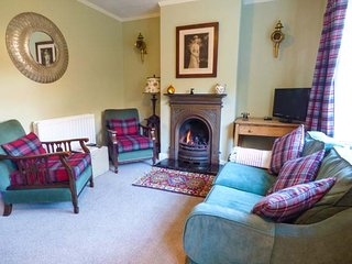 DEMETER COTTAGE, pet-friendly, patio with furniture, close to beach, Whitby, Ref 951435 - Whitby vacation rentals