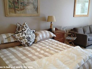 Home & Away Holiday Stay--King Size Bed, Beautiful View - Bilgola vacation rentals