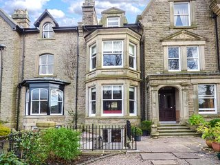 SPA HOUSE, historic townhouse, six bedrooms, media room, WiFi, Netflix - Buxton vacation rentals