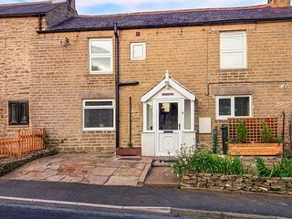 DALE VIEW, double-fronted cottage, woodburner, parking, convenient location, in Catton, Allendale, Ref 936887 - Allendale vacation rentals