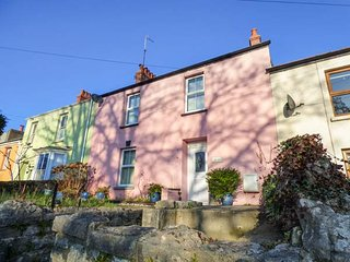 ANCHOR COTTAGE, seaside location, WiFi, courtyard garden, Tenby, Ref 948859 - Tenby vacation rentals