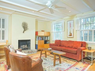 Cozy Garden Apartment with a Beautiful Courtyard Located on Jones Street - Savannah vacation rentals