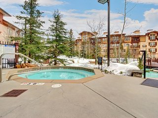 Spacious ski-in/out condo! Includes shared hot tub, pool + Club Solitude access! - Solitude vacation rentals