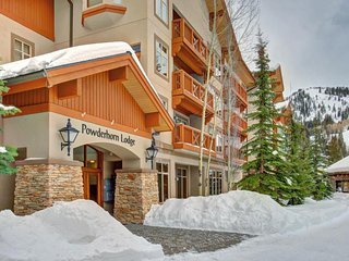 Welcoming ski-in/ski-out condo w/shared hot tub & pool & Club Solitude access - Solitude vacation rentals