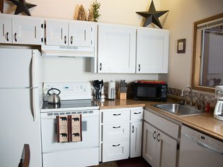 Cozy Whitefish MT Condo. New Owners. Great Rates. 5 mins from ski area. - Whitefish vacation rentals