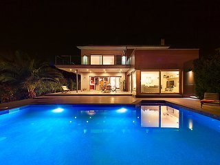 6 bedroom Villa in Sta Cristina D Aro, Costa Brava, Spain : ref 2215557 - Santa Cristina d'Aro vacation rentals