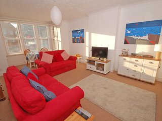 Bright 2 bedroom Sheringham Condo with Television - Sheringham vacation rentals