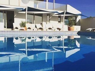 Oceano: Modern apartment ft. private garden & stunning views - Burgau vacation rentals