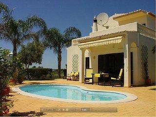 Nice villa, quiet area, near beautiful beach of Armacao de Pera - Porches vacation rentals