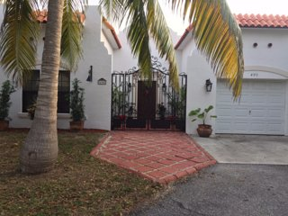 Charming House with Deck and Internet Access - Juno Beach vacation rentals