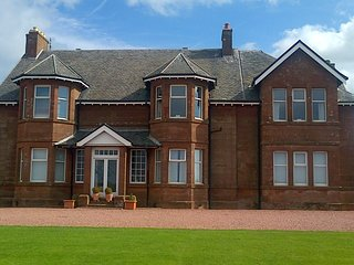 Mansion House Apartment - Sea Views - Royal Troon & Old Prestwick Golf Courses - Prestwick vacation rentals