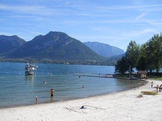 garden apartment 200m from beach on Lake Annecy, 20 min to Leschaux ski resort - Saint-Jorioz vacation rentals