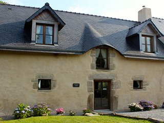 Charming 2 Bed Cottage in Central Brittany - Guegon vacation rentals