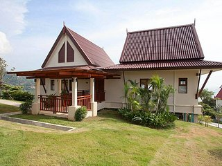 Gorgeous 2 bedroom Ko Lanta Yai Villa with Shared Outdoor Pool - Ko Lanta Yai vacation rentals