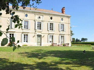 Joli Fleuron - A Luxury Self-Catering Holiday Home in South-West France - Baleyssagues vacation rentals