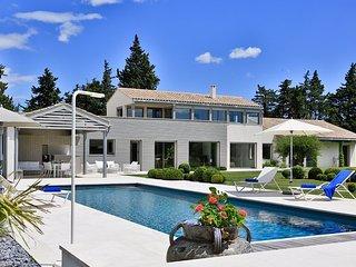 Villa Mirabeau holiday vacation large villa rental france, provence, st. remy, avignon, pool, wi-fi, short term long term large villa t - Paluds de Noves vacation rentals