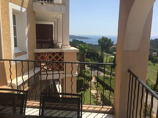 Apartment with a sea view - Ideal for family (4/5 sleeps) - Agay vacation rentals