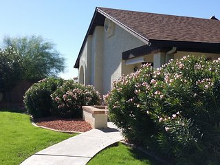 Beautiful 2 Bedroom 2 Bath. Golf, Pool, Shopping, Major Sporting Venues. - Peoria vacation rentals