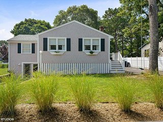 SLEEPS 10, NEWLY REMODELED, CLUB POOL & TENNIS 133081 - East Falmouth vacation rentals
