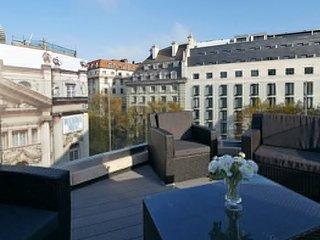 Crisp 3 Bedroom Penthouse in Covent Garden - London vacation rentals